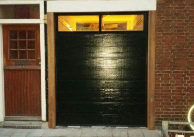 Haarlem houtnerf sectionaaldeur met full visionpaneel