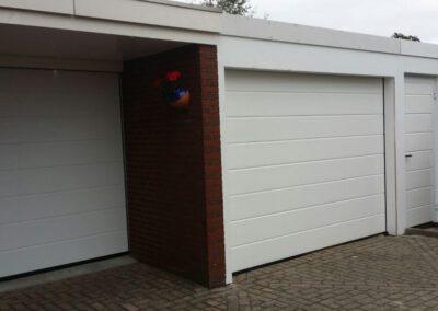 Uitgeest dubbele garagedeur met zijdeur en aftimmering compleet met kozijn
